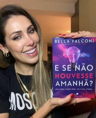 A influencer Bella Falconi acaba de lançar seu novo livro